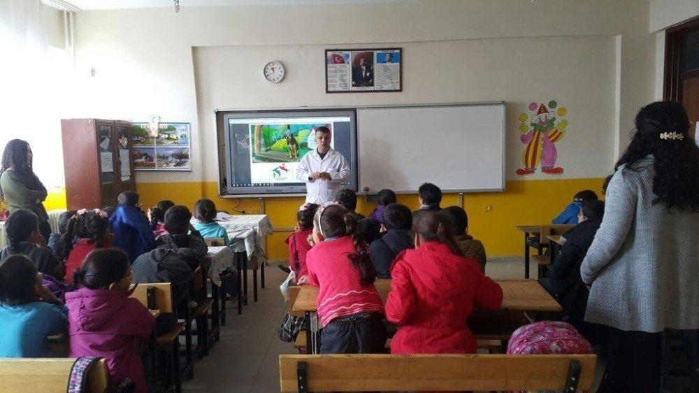 Hakkari'de 'hayvan hakları' semineri