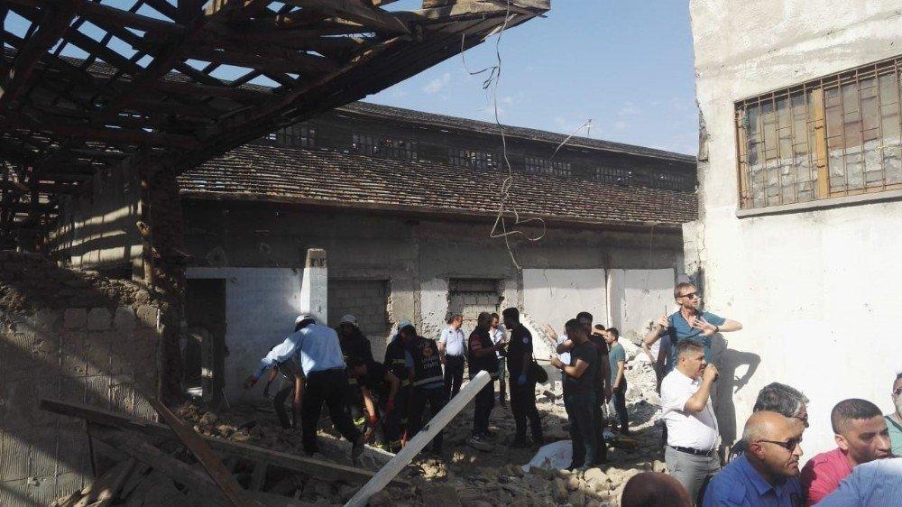 Van'daki Tarihi Peynirciler Çarşısı'nda göçük