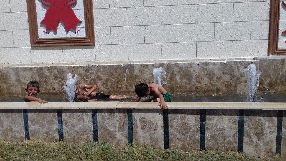 Hakkari'deki sıcaklar çocukları bunalttı