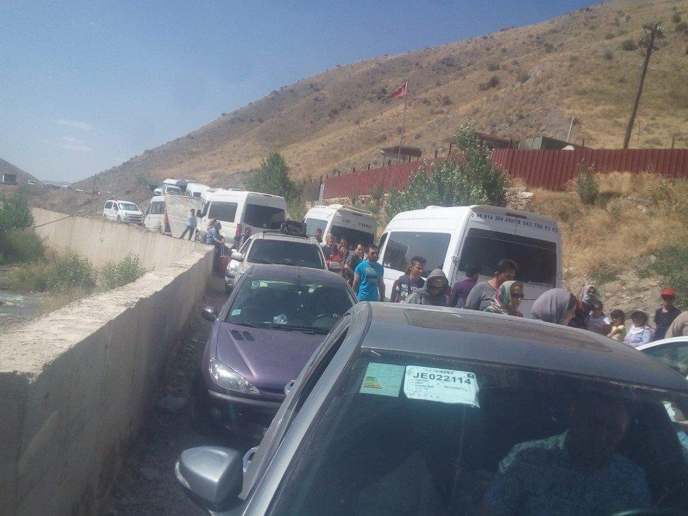 İranlılar sınır kapısında yoğunluk oluşturuyor