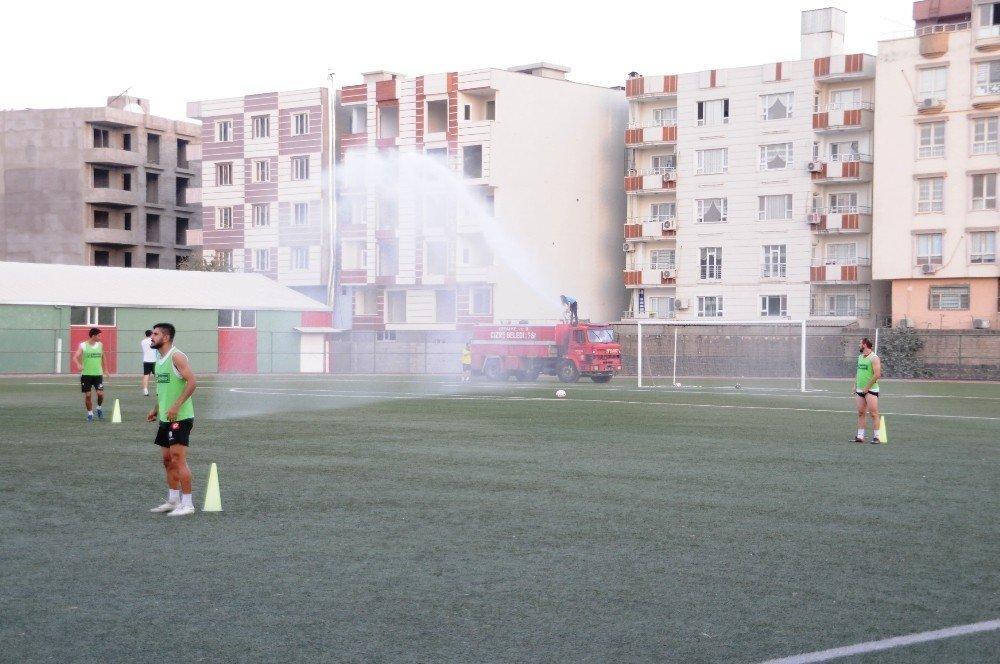 Cizrespor'da tazyikli su altında futbol antrenmanı
