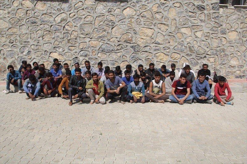 Başkale'de 40 kaçak göçmen yakalandı