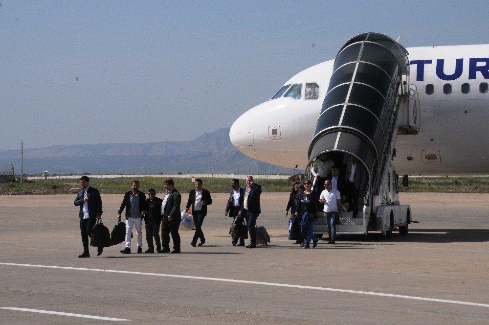 Şırnak'ta yolcu var, uçak yok