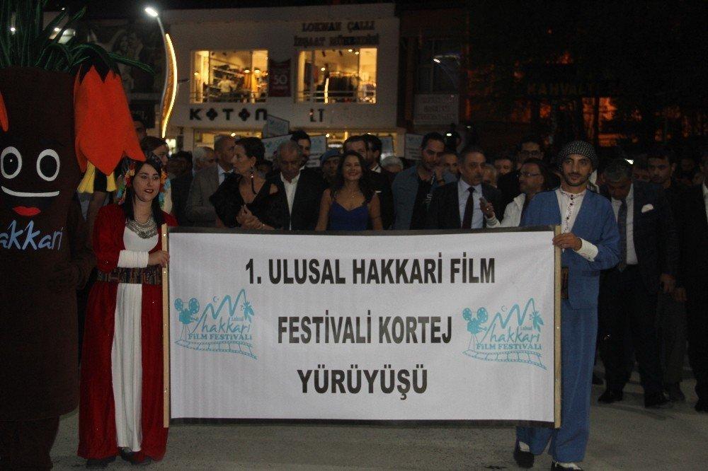 """""""Göç Yolu Elveda Balkanlar"""" filminin galası Hakkari'de yapıldı"""