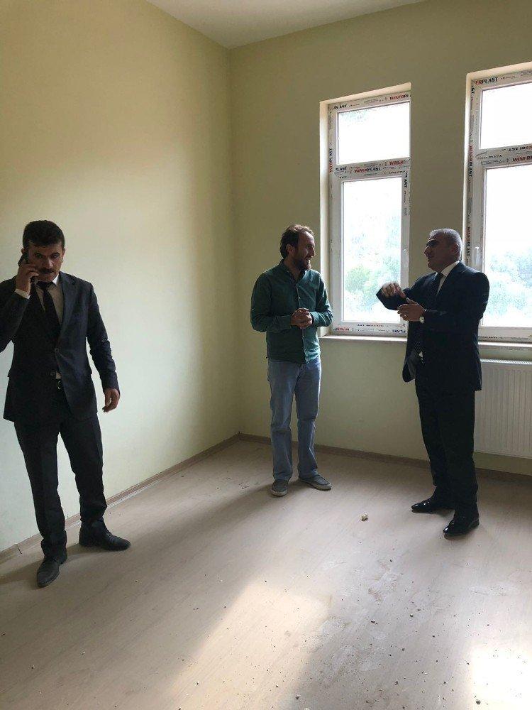Milli Eğitim Müdürü Gür, Şemdinli'de okul inşaatlarını inceledi
