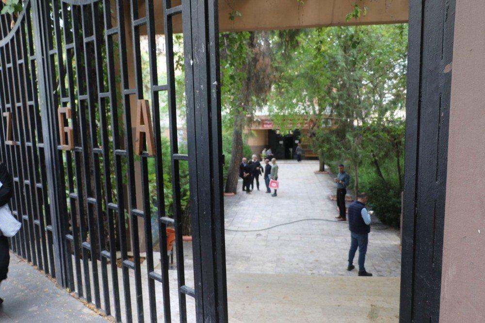 Öğrencilerin bıçaklı kavgasında kan aktı: 4 yaralı