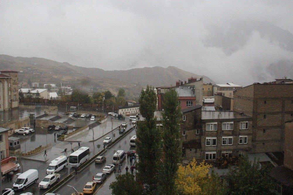 Hakkari Sümbül dağı zirvesine kar yağdı