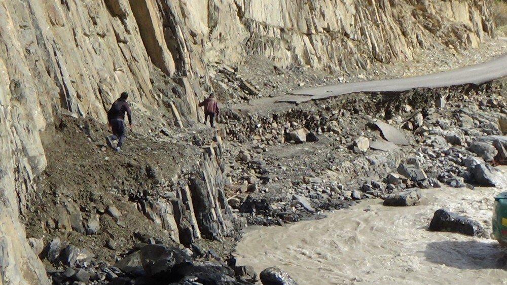Hakkari'deki sel felaketi, gün ağarınca ortaya çıktı