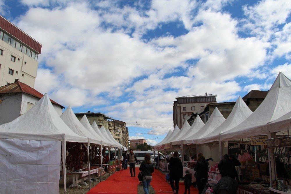 Yüksekova'da yöresel ürünler fuarı açıldı