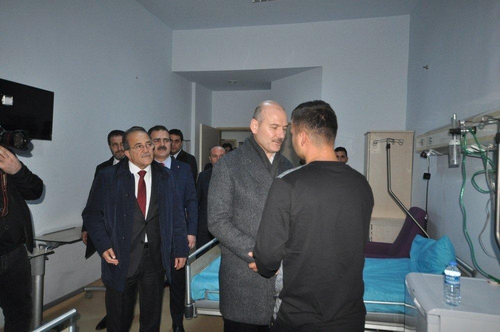 Bakan Soylu, Yüksekova'da tedavileri devam eden askerleri ziyaret etti