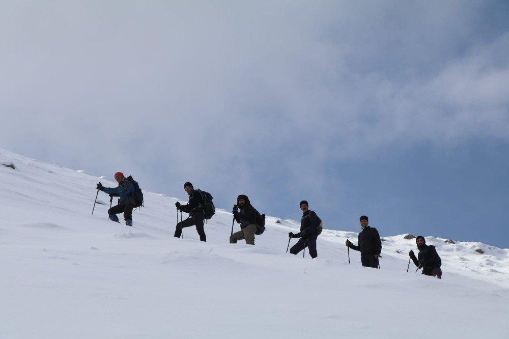 Dağcılardan Kürek Dağı'na tırmanış