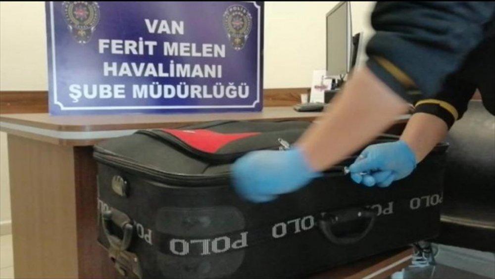 Van'da uyuşturucuyla uçağa binmek isteyen İran uyruklu tutuklandı