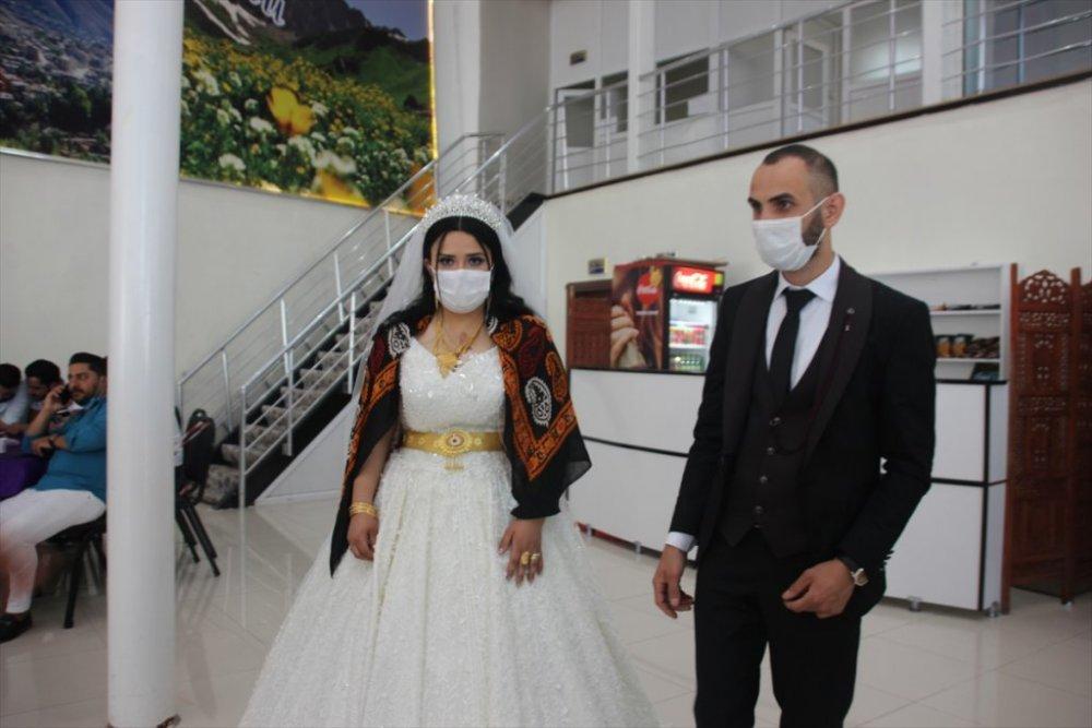 Hakkari'de düğünler yapılmaya başlandı