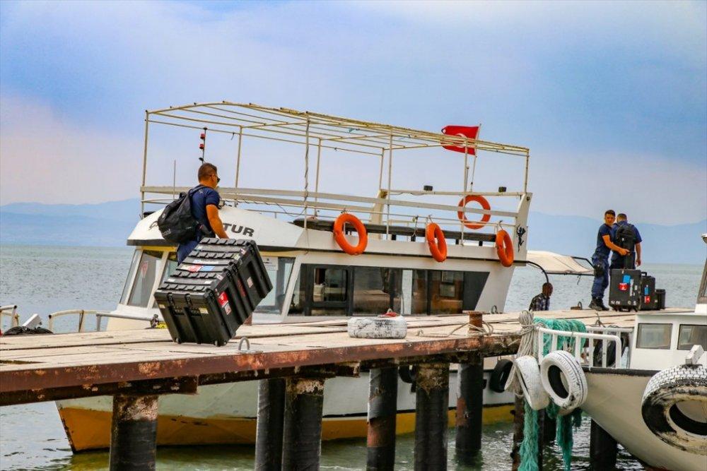 Van Gölü'nde kaybolan tekneyi arama çalışmaları yeniden başladı