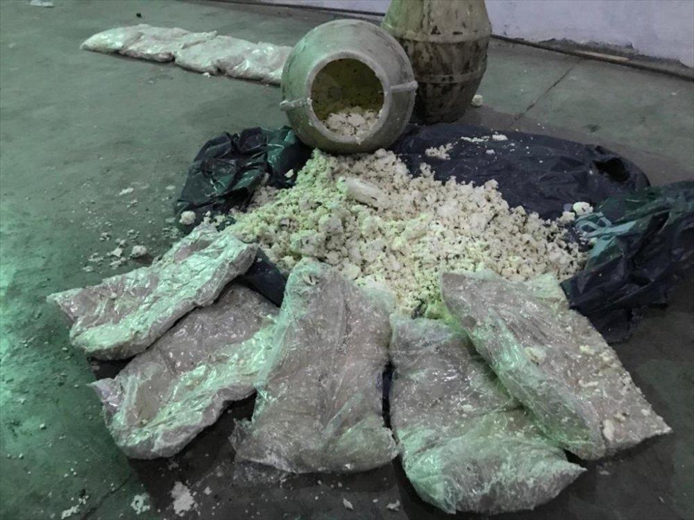 Otlu peynir dolu bidonda 15 kilo eroin bulundu
