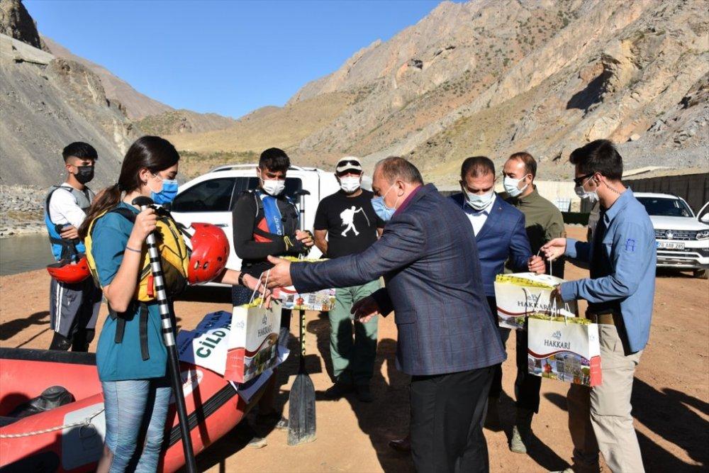 Hakkari'de Türkiye Rafting Şampiyonası'na katılacak sporculara malzeme desteği