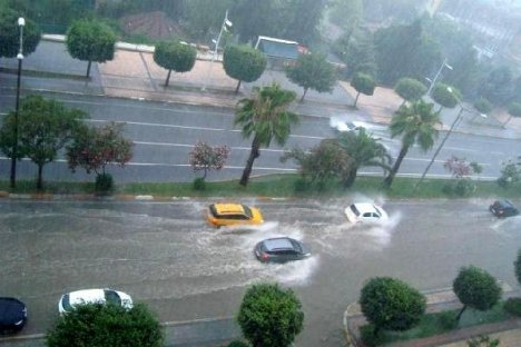Adana'da Yağmur Sel Oldu