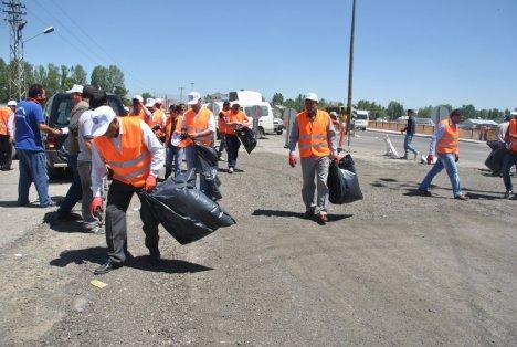 Ağrı Belediyesi'nden Çöp Toplama Kampanyası
