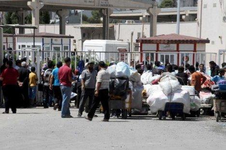 Akçakale'deki 300 Suriyeli Ülkesine Döndü