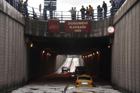 Antepte Şiddetli Yağış: Sele Kapılan Kadın Öldü