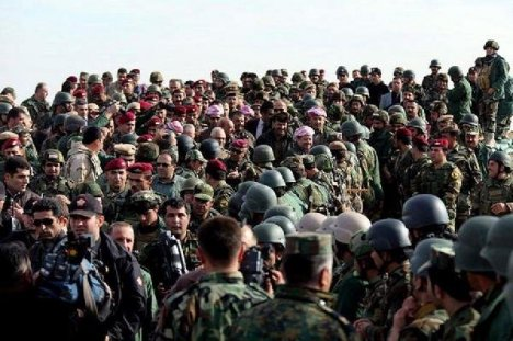 Barzani Cephedeki Peşmergeleri ziyaret etti