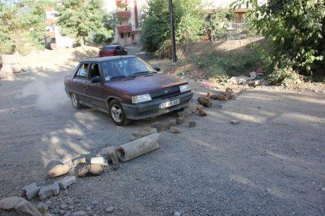 Bingöl'de yol kapatma eylemi