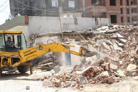 Bismil'de Harabe Evler Yıkılıyor