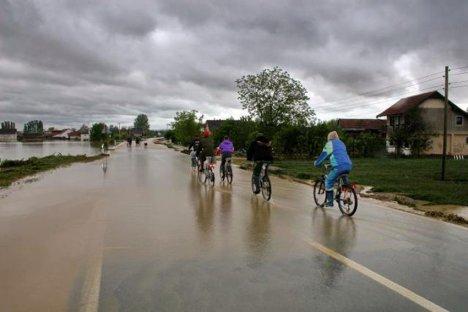 Bosna Hersek Sel Felaketiyle Uğraşmaya Devam Ediyor
