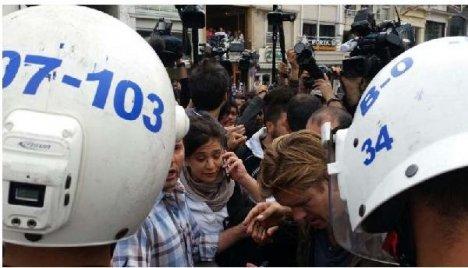 Cnn İnternational Muhabirine Canlı Yayında Kimlik Kontrolü
