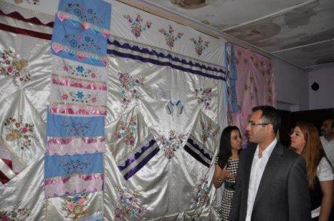 Çukurca'da Kursiyerlerin Sergisi İlgi Gördü