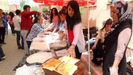 Cumuhriyet Anadolu Lisesi Mezuniyet Töreni Düzenledi