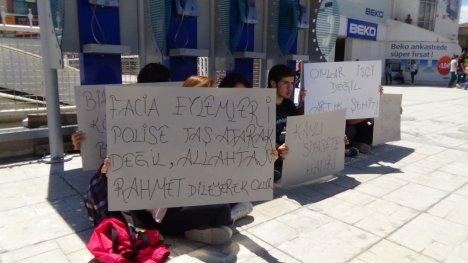 Erzincan'da Öğrencilerden Soma İçin Sessiz Eylem