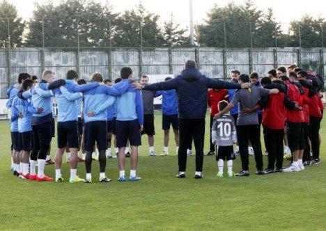 Gaziantepsporlu Futbolculardan Soma İçin Saygı Duruşu