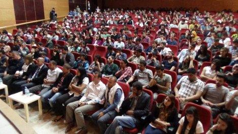 Hakkari'de 'Kayıp Hayatlar' Tiyatro Oyunu
