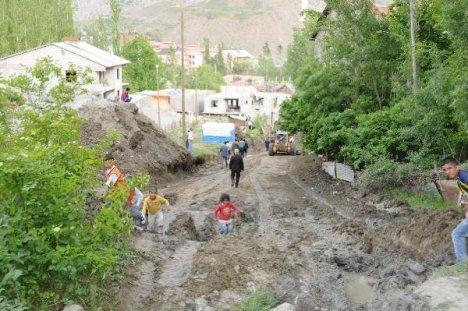 Hakkari'de yol yapım çalışmaları