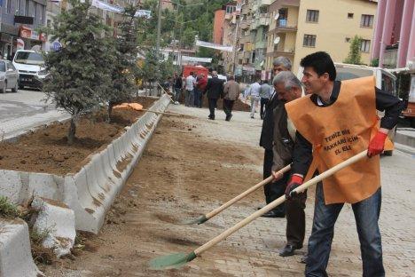 Hakkari'deki Orta Refüjlere New Chorsy Taşları Döşendi