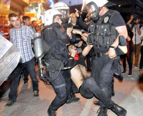 İzmit'te Soma protestosuna müdahale