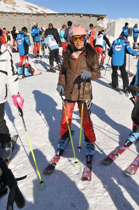 k1.20130104170320 Yüksekovada kayak yarışması