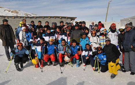 k3.20130104170350 Yüksekovada kayak yarışması