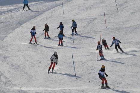 k4.20130104170417 Yüksekovada kayak yarışması