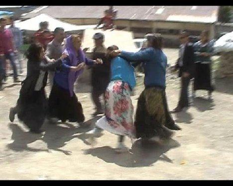 Kadınların bıçaklı sopalı kavgası