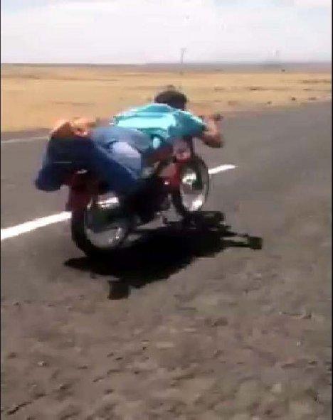 Motosiklette Tehlikeli Oyun