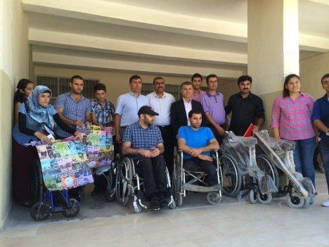 Öğrencilerden Engellilere Tekerlekli Sandalye Yardımı
