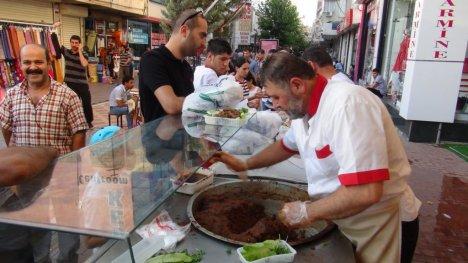 Ramazan Ayı Çiğ Köfte Satışlarını Arttırdı