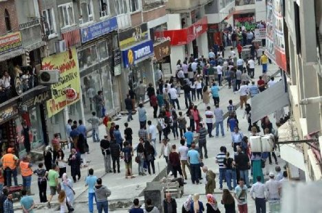 Samsun'da Stant Açan Hdp'lilere Taşlı- Sopalı saldırı