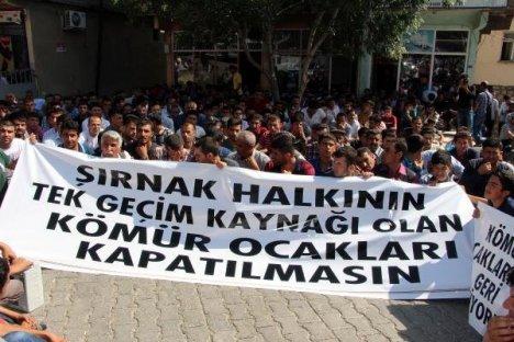 Şırnak'ta Kömür Madeni İşçileri Valiliğe Yürüdü