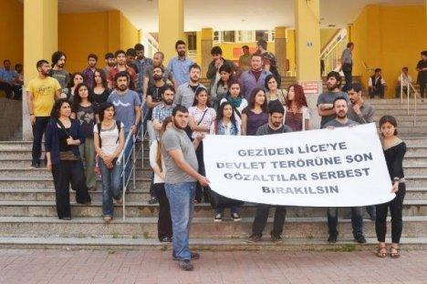 Üniversiteyi İşgal Eden Öğrenciler Adliye'de