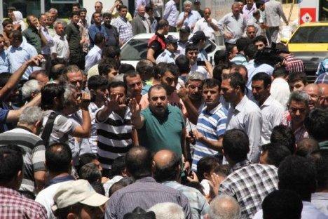 Urfa'da Geçici İşçiler İşçiler Yol Kapattı