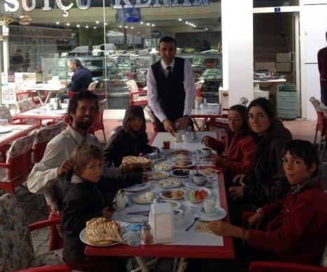 Van Kahvaltısı İçin Fransa'dan Geldiler