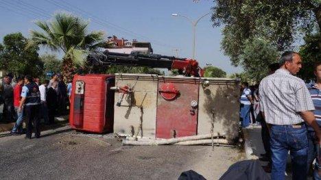 Yangına Giden İtfaiye Aracı Devrildi: 3 Yaralı